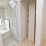 J号棟 洗面には収納があり、とても便利です