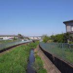 北側は駒寄川。眺望と自然を感じるところです。