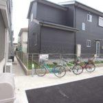 玄関脇にある自転車置き場