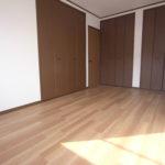 二階のお部屋すべてに収納がありますが、7.5帖のお部屋には3つのクローゼットとかなり充実してます。