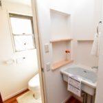 トイレと洗面台(内装)