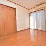 1階の6帖の居室は間仕切りがあり、合わせて1部屋(12帖)としても、使えます(子供部屋)