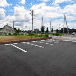 月極駐車場募集 萩園の産業道路沿いにある舗装された綺麗な駐車場❣