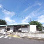 香川駅 平屋の駅です。改札を通ってすぐに電車に乗れます。(周辺)