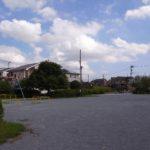 みずき公園 ブランコや鉄棒、小さいお子様が遊べる滑り台などのある広い公園です。(周辺)