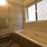 浴室は鏡と窓を近日リフォーム予定です(風呂)