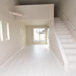 1区画 2階リビングから屋根裏へつながる階段があります(居間)